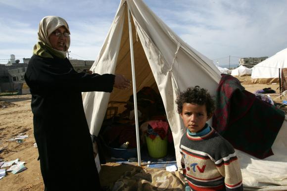 16palestinians-live-in-tent-in-gaza.jpg