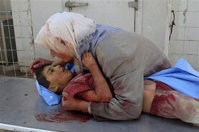 21-iraq_deadchild_mother.jpg