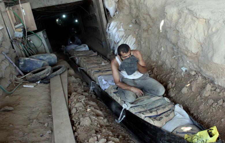 26gaza_egypt_main_pic_1.jpg