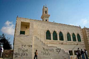 31kusra-mosque-graffiti.jpg