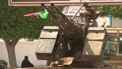 8libya-foreign-ministry-gunmen-o.jpg